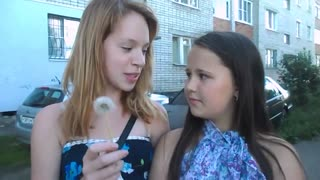 Russian girl pranks friend - Video