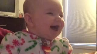 Baby laughing hysterically at older sister - Video